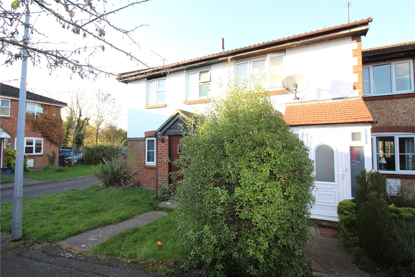 2 Bedrooms Terraced House for sale in Siskin Close, Borehamwood, Hertfordshire, WD6