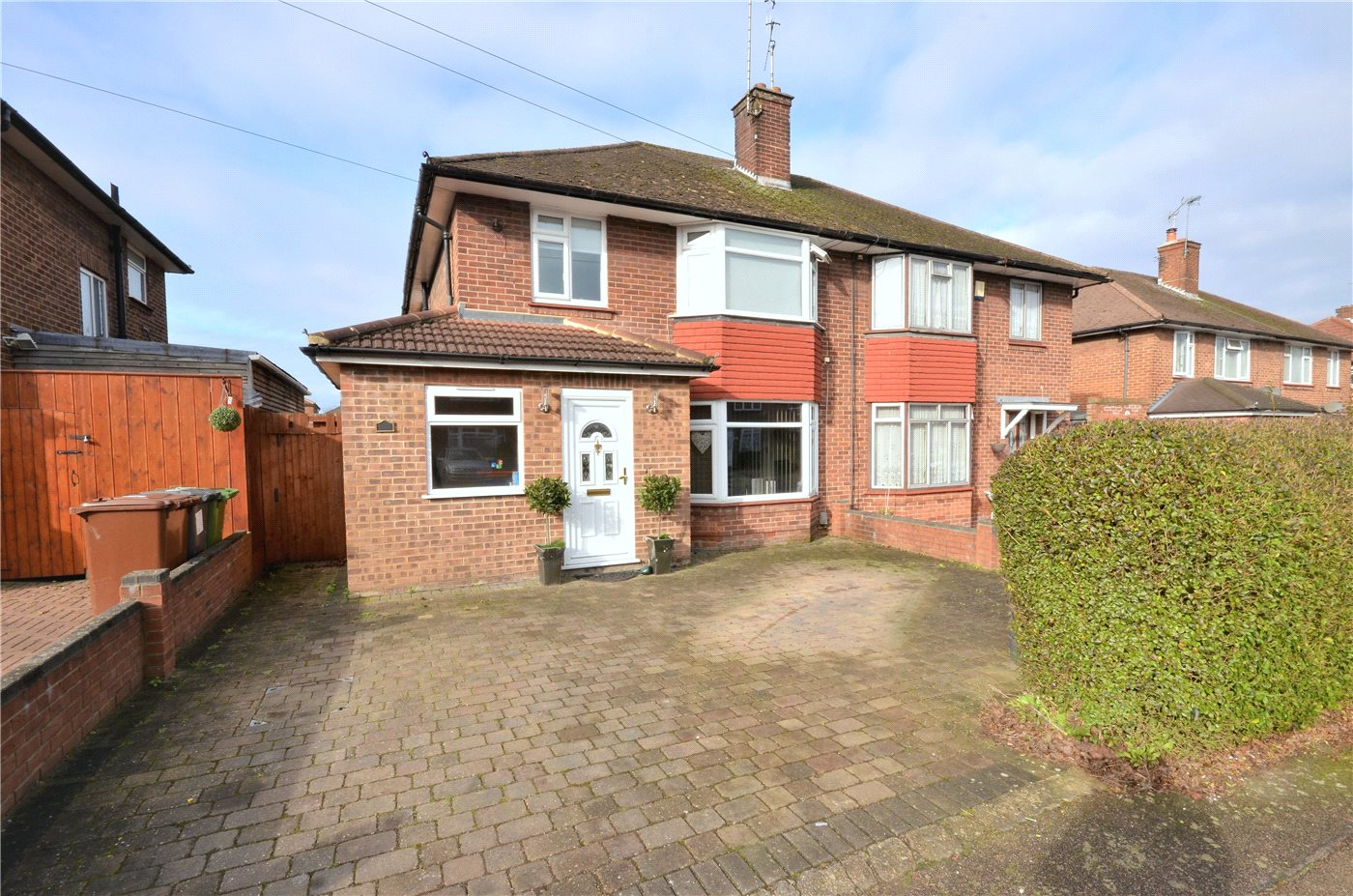 4 Bedrooms Semi Detached House for sale in Thornbury Gardens, Borehamwood, Hertfordshire, WD6