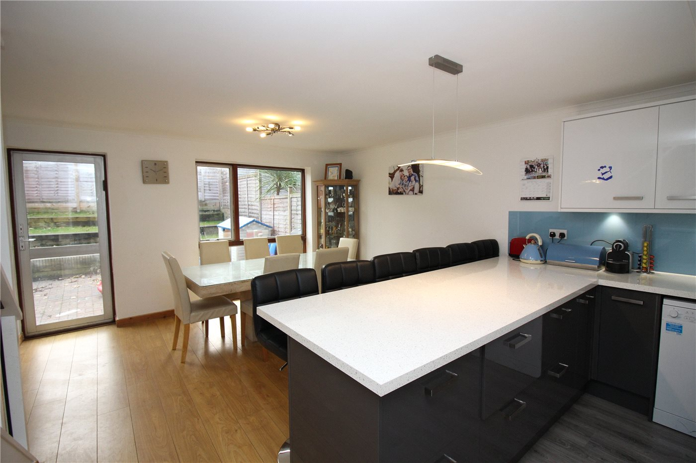 3 Bedrooms Semi Detached House for sale in Wilcox Close, Borehamwood, Hertfordshire, WD6