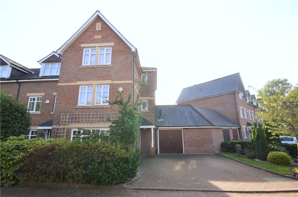 4 Bedrooms Semi Detached House for sale in Minister Court, Frogmore, St. Albans, Hertfordshire, AL2
