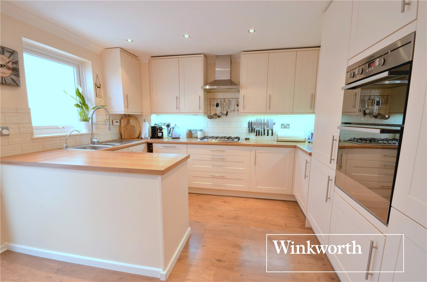 4 Bedrooms House for sale in Clydesdale Close, Borehamwood, Hertfordshire, WD6