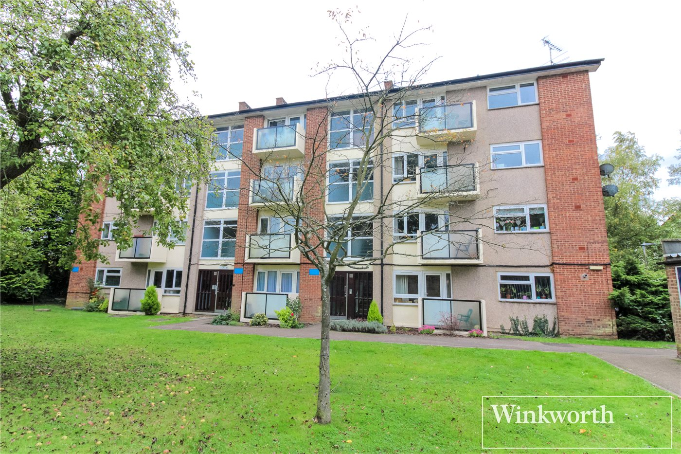 2 Bedrooms Flat for sale in Hawksmoor, Harris Lane, Shenley, Radlett, WD7