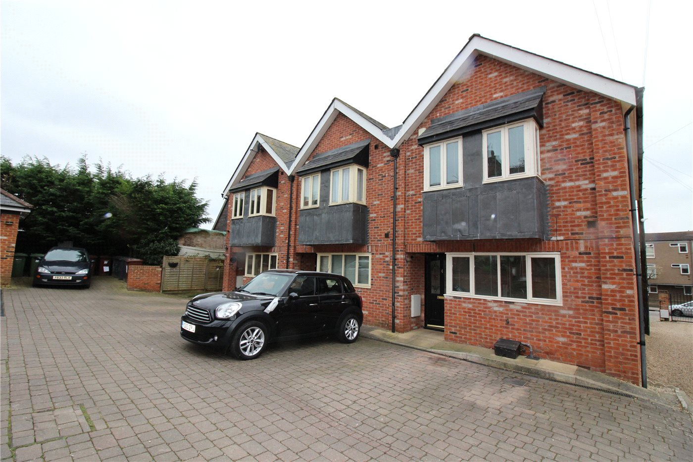 3 Bedrooms End Of Terrace House for sale in Forge Place, New Road, Elstree, Borehamwood, WD6