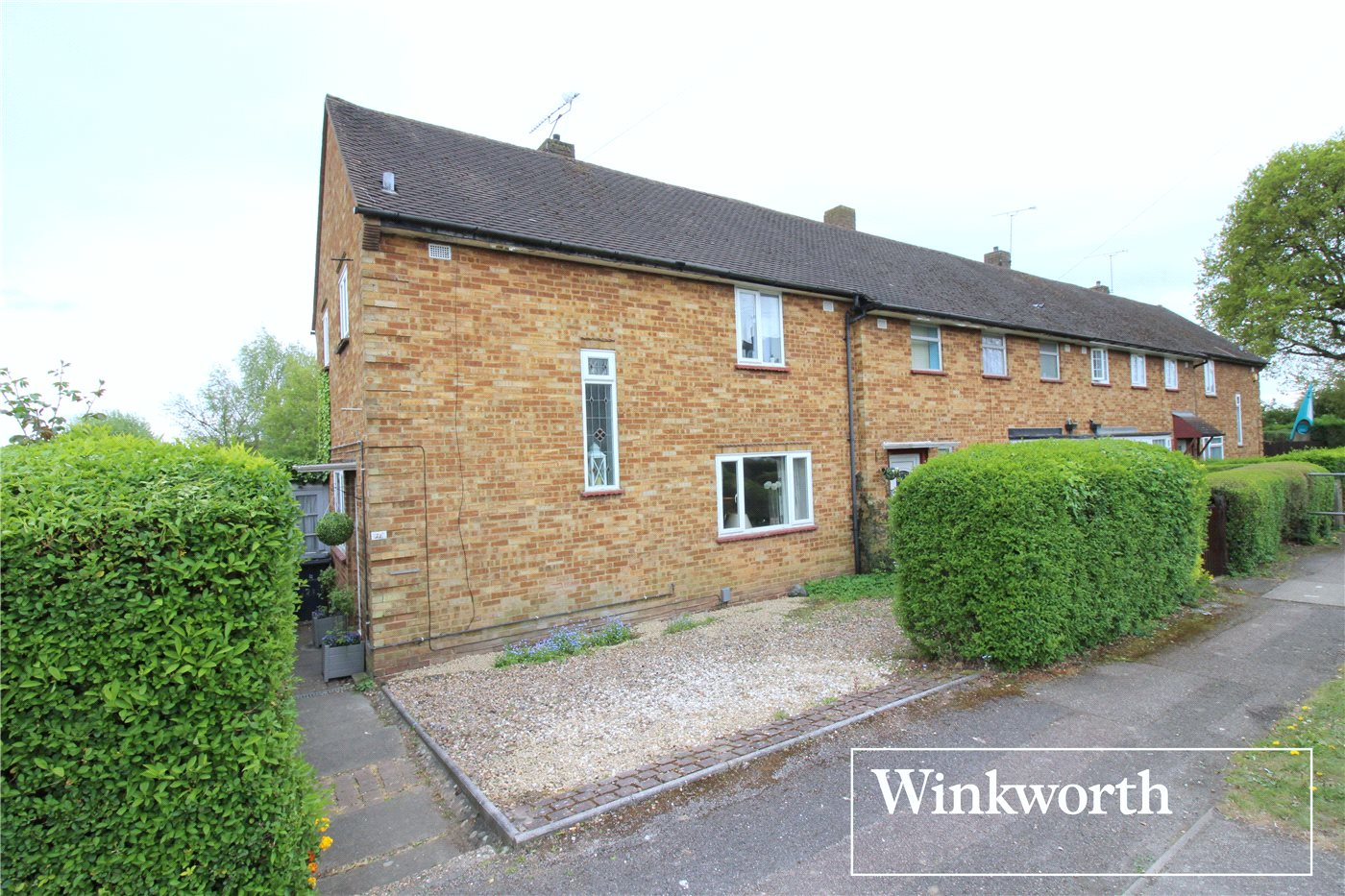 3 Bedrooms End Of Terrace House for sale in Winstre Road, Borehamwood, Hertfordshire, WD6