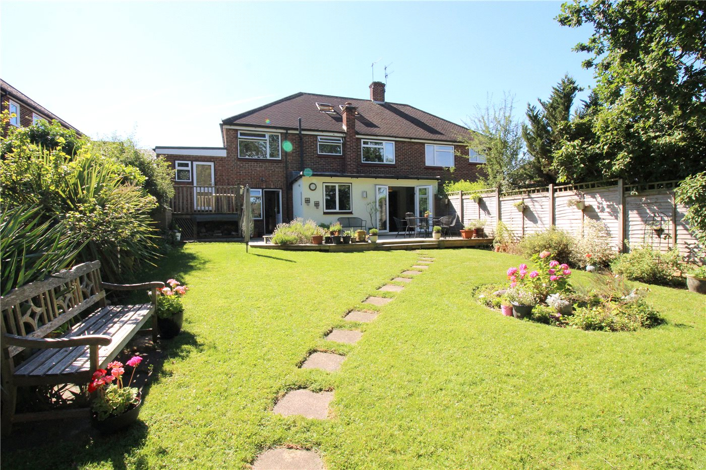 4 Bedrooms Semi Detached House for sale in Masefield Avenue, Borehamwood, Hertfordshire, WD6