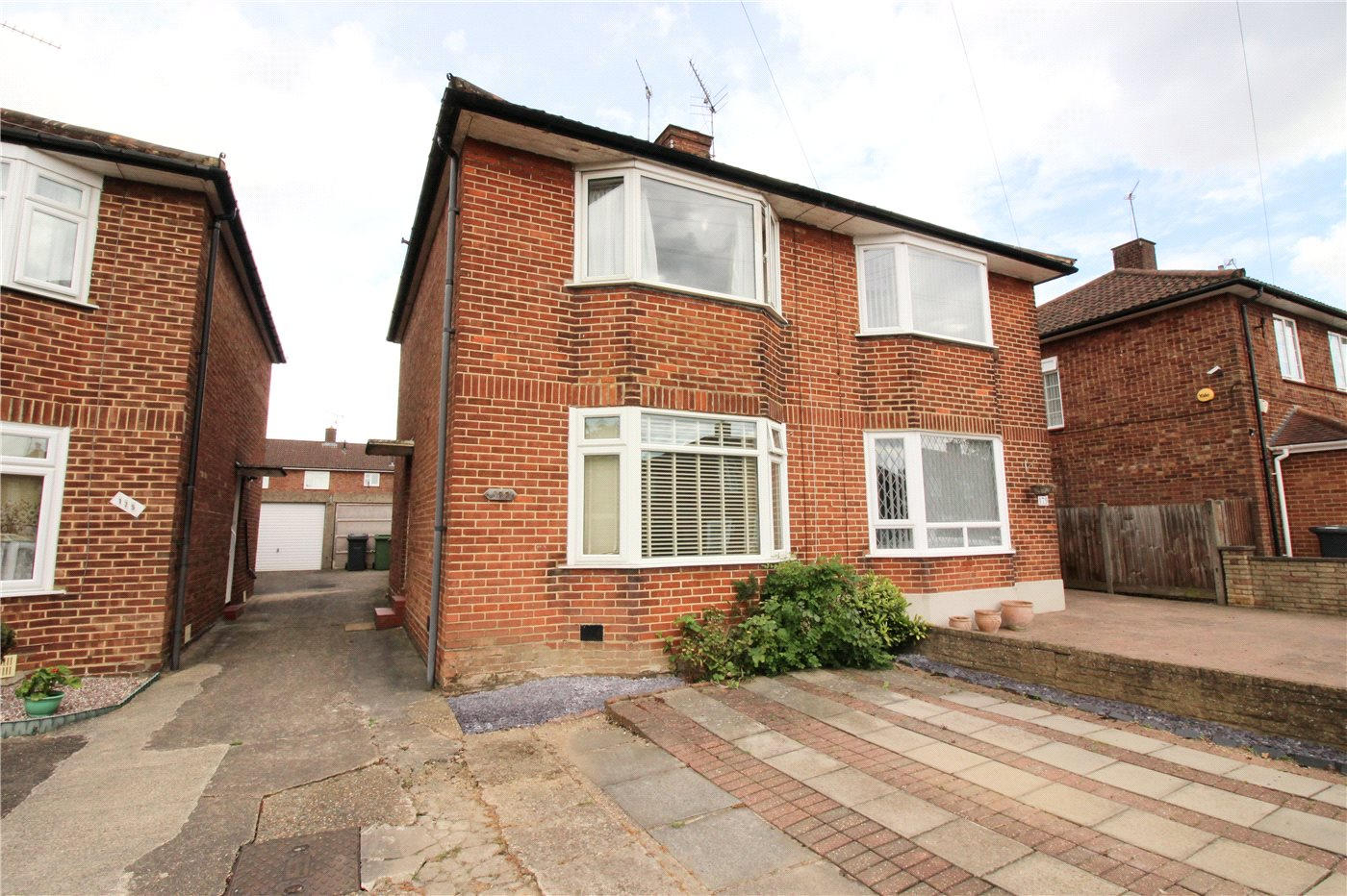 2 Bedrooms Semi Detached House for sale in Bullhead Road, Borehamwood, Hertfordshire, WD6