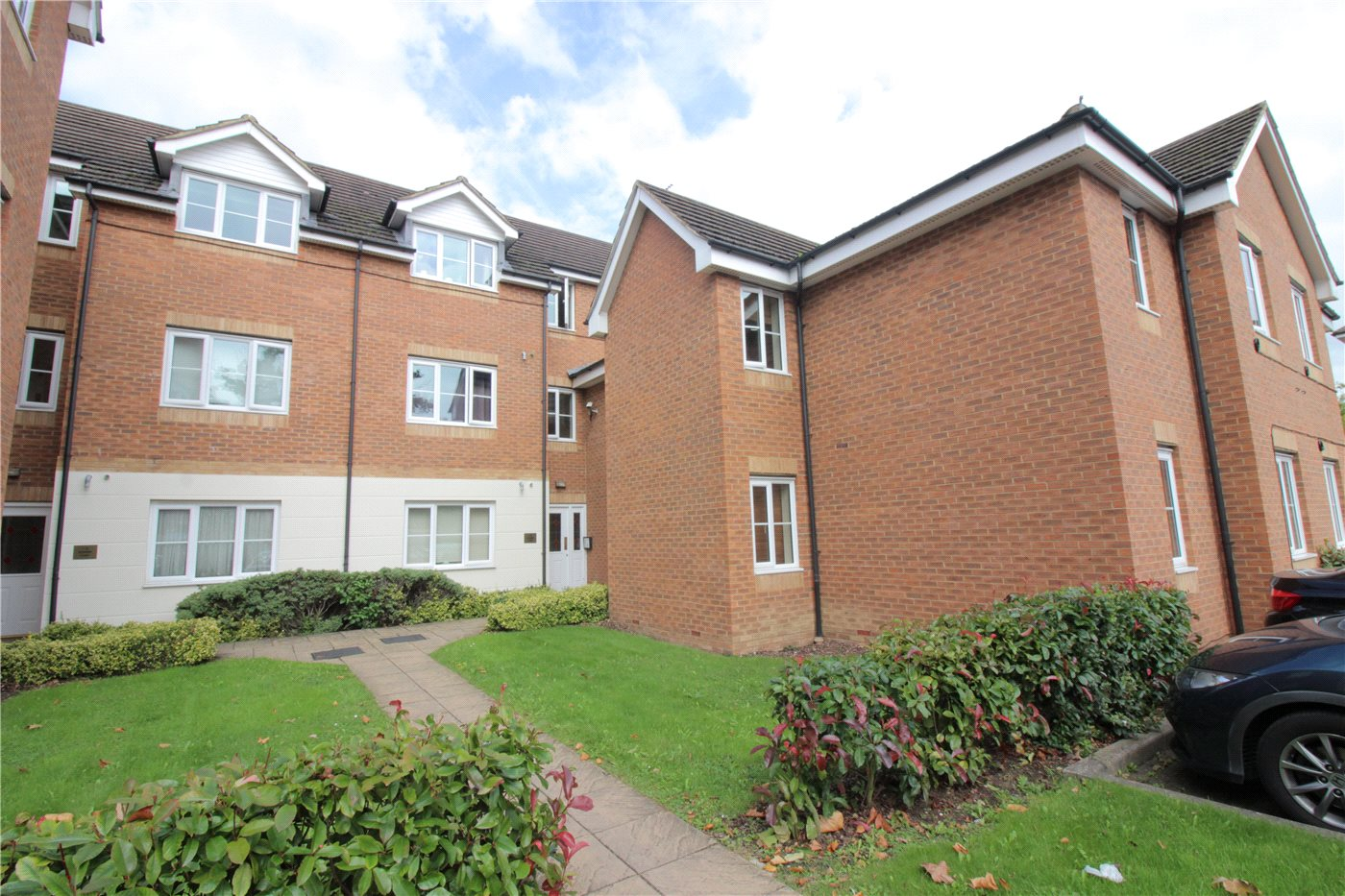 2 Bedrooms Flat for sale in Downing Court, Bennington Drive, Borehamwood, Hertfordshire, WD6