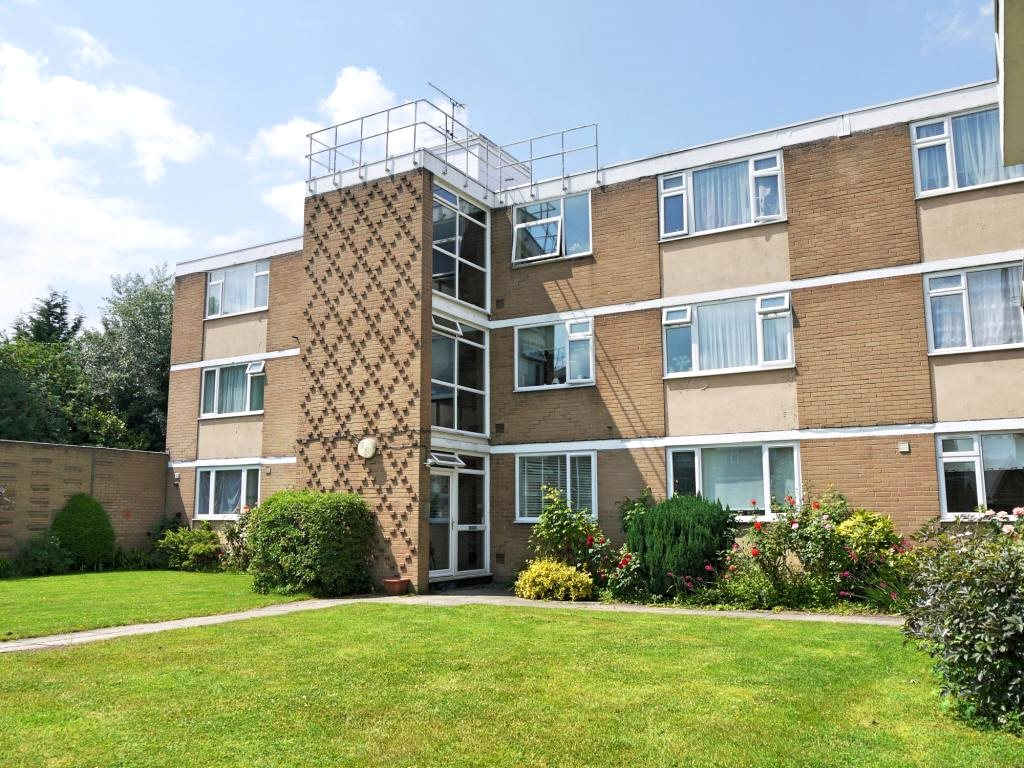 2 Bedrooms Flat for sale in Boreham Holt, Elstree, Hertfordshire, WD6