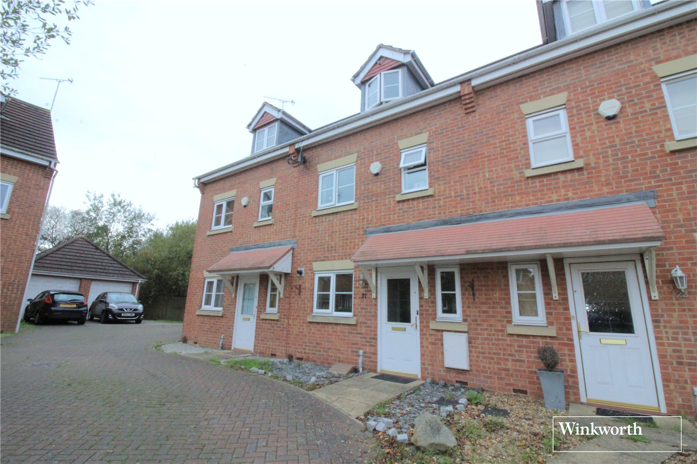 3 Bedrooms Terraced House for sale in Coleridge Way, Borehamwood, Hertfordshire, WD6