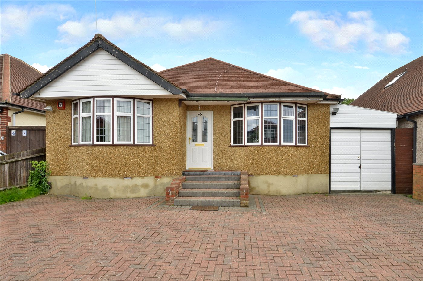 4 Bedrooms Detached House for sale in Highfield Drive, Epsom, Surrey, KT19