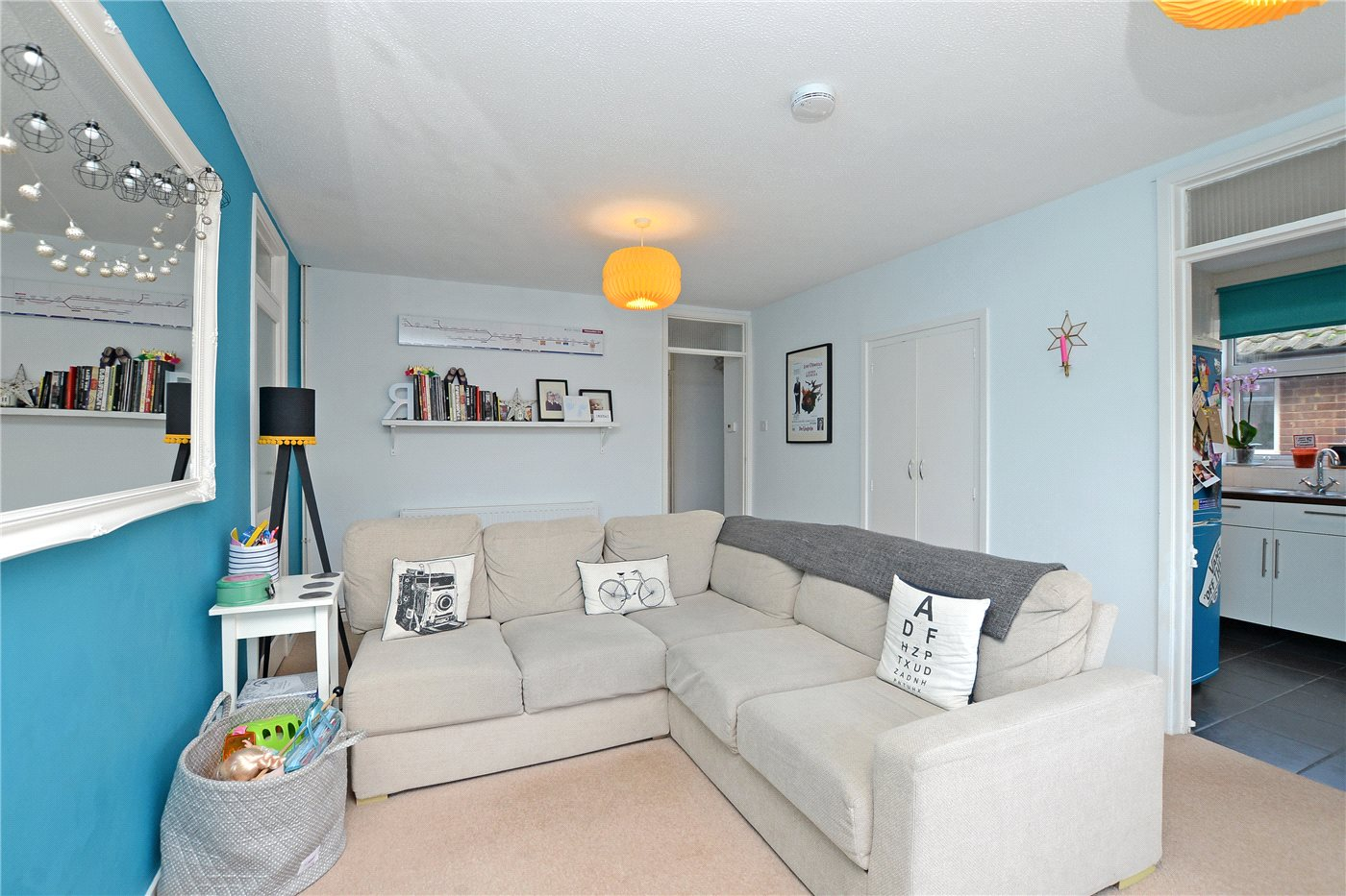 2 Bedrooms Maisonette Flat for sale in Hampton Road, Worcester Park, KT4