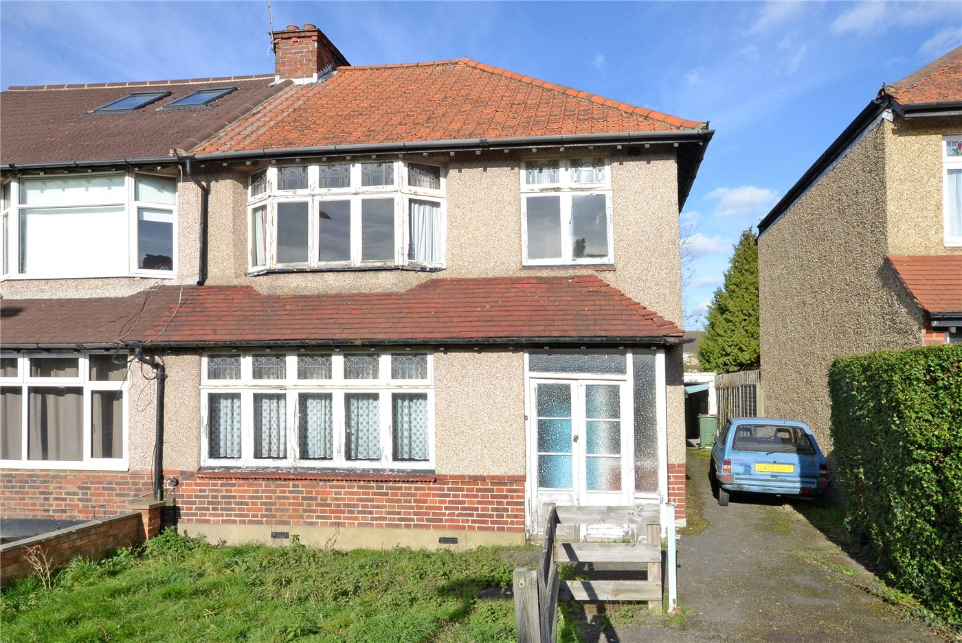 3 Bedrooms Semi Detached House for sale in Cheam Common Road, Worcester Park, KT4