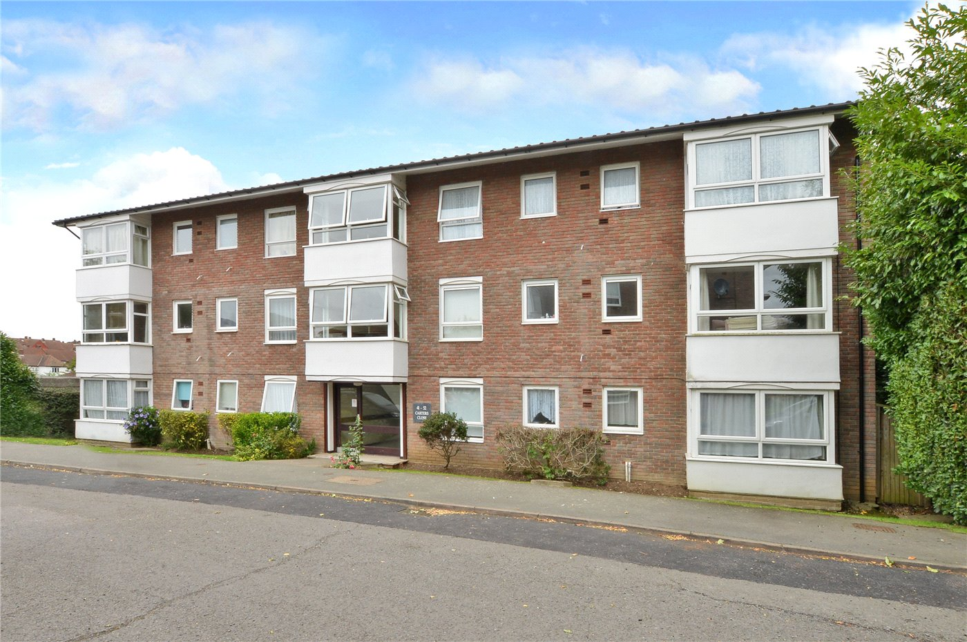 2 Bedrooms Flat for sale in Carters Close, Worcester Park, KT4