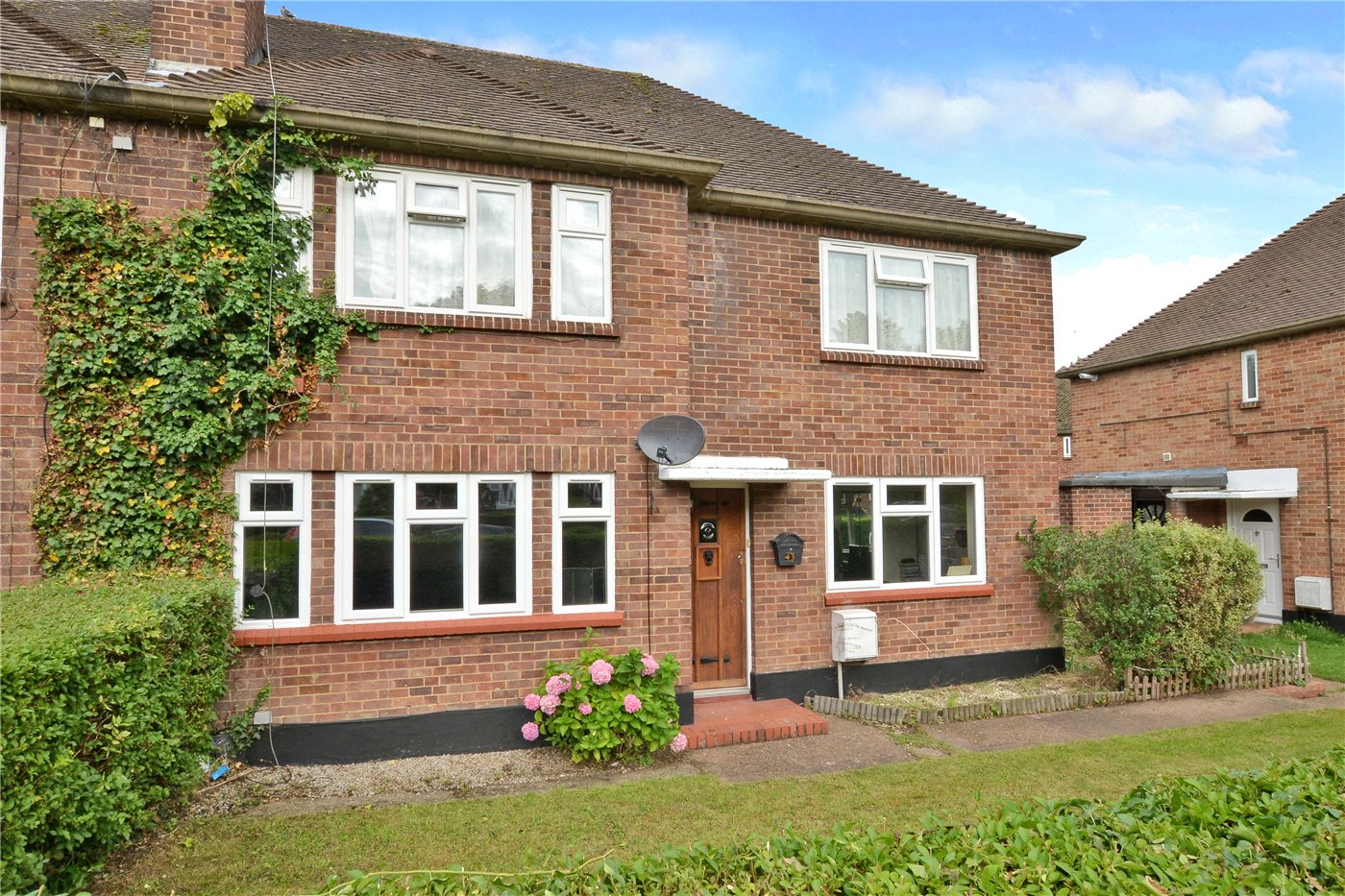 2 Bedrooms Maisonette Flat for sale in Avon Close, Worcester Park, KT4