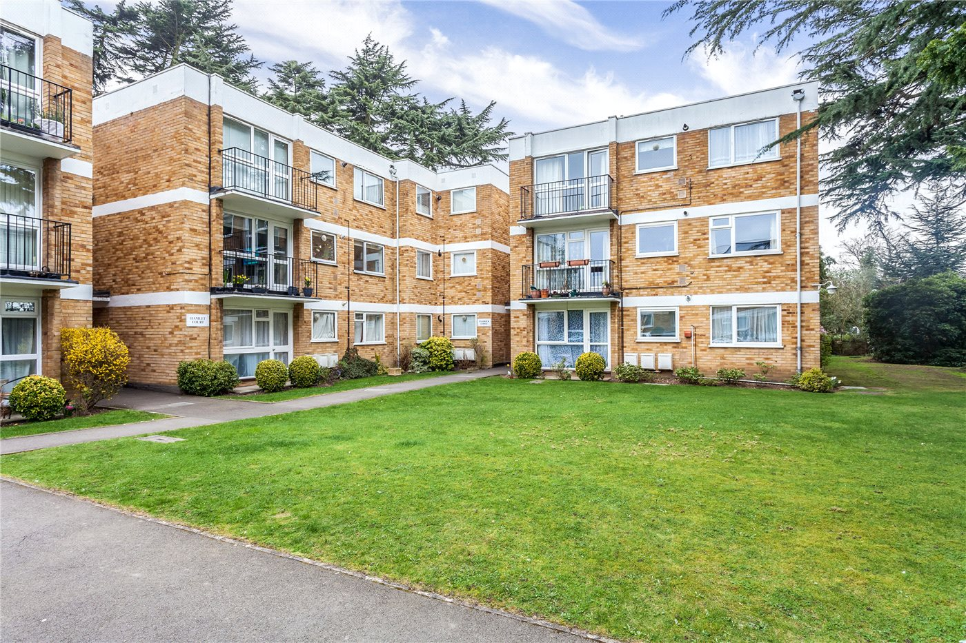 2 Bedrooms Flat for sale in Paddock Lodge, 21 Village Road, Enfield, Hertfordshire, EN1