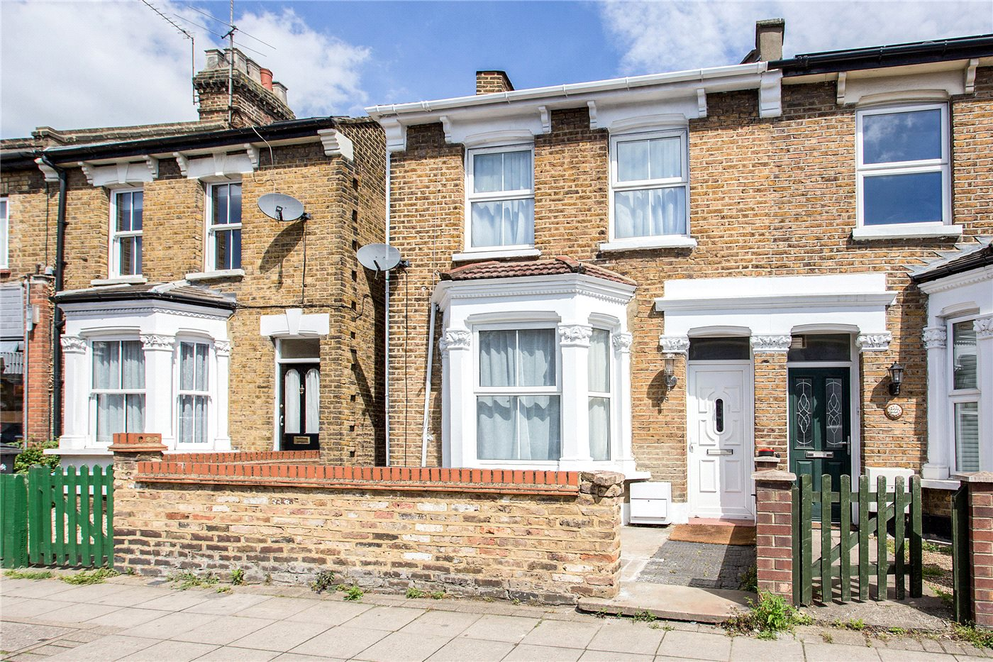 4 Bedrooms Semi Detached House for sale in Lancaster Road, Enfield, EN2