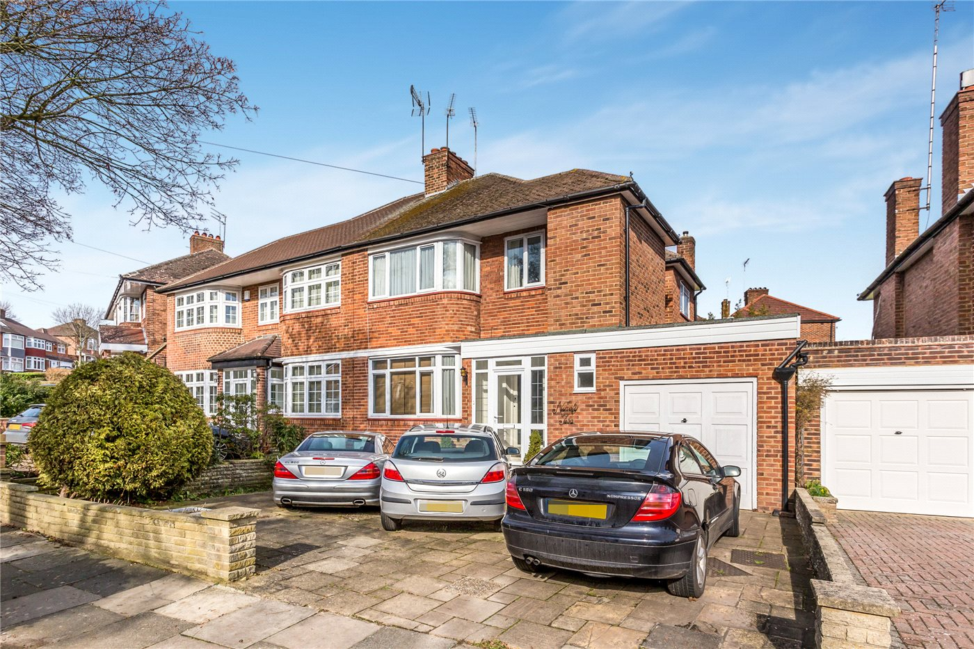 3 Bedrooms Semi Detached House for sale in Lonsdale Drive, Enfield, EN2