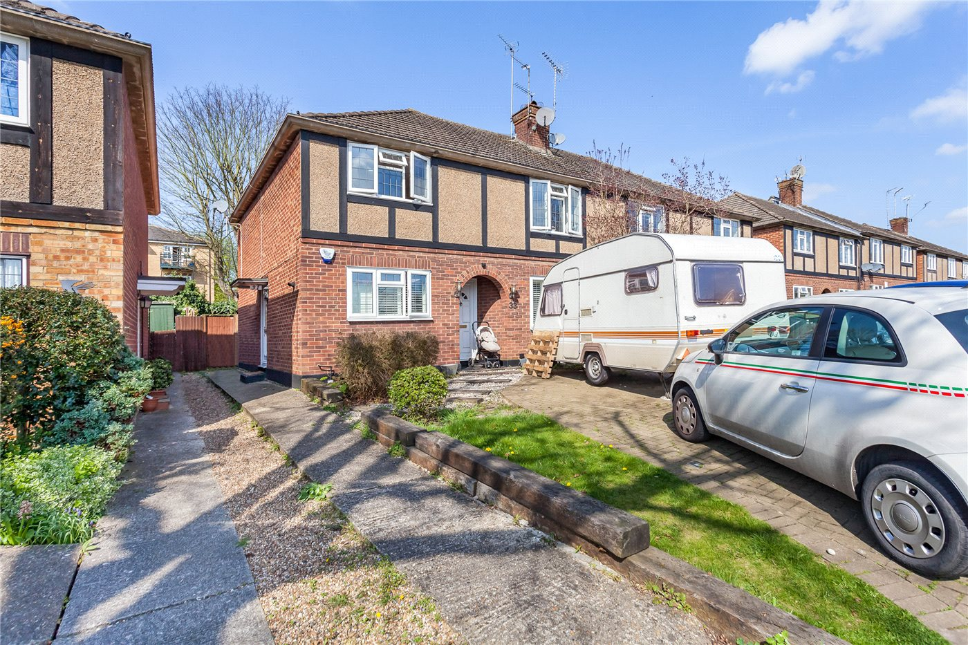 2 Bedrooms Maisonette Flat for sale in Monks Close, Enfield, EN2