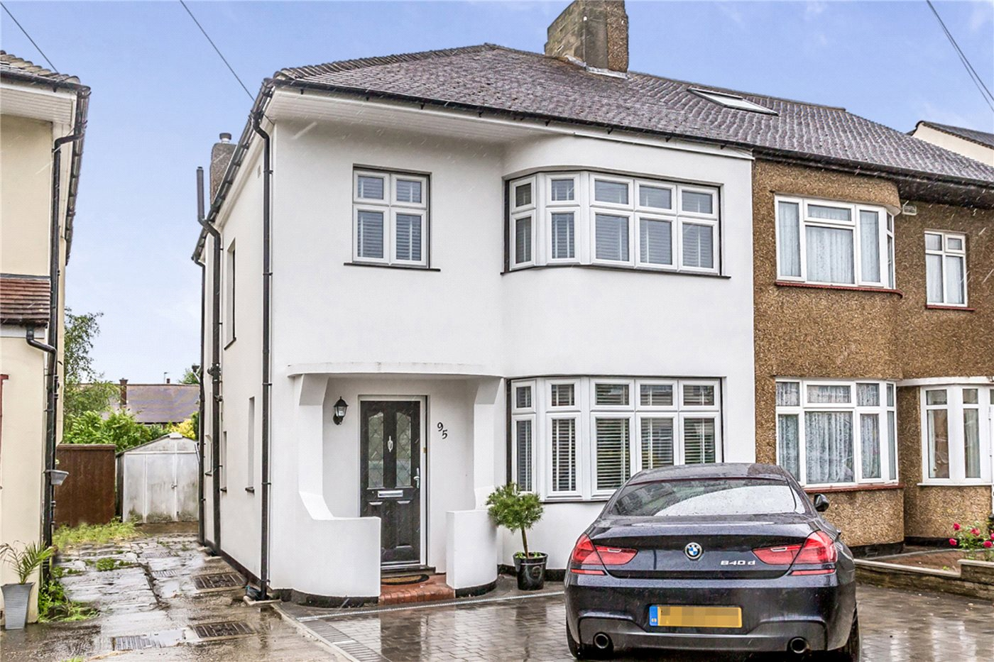 3 Bedrooms Semi Detached House for sale in Apple Grove, Enfield, EN1