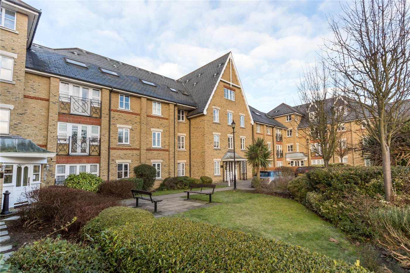 1 Bedroom Flat for sale in Whitakers Lodge, Gater Drive, Enfield, EN2