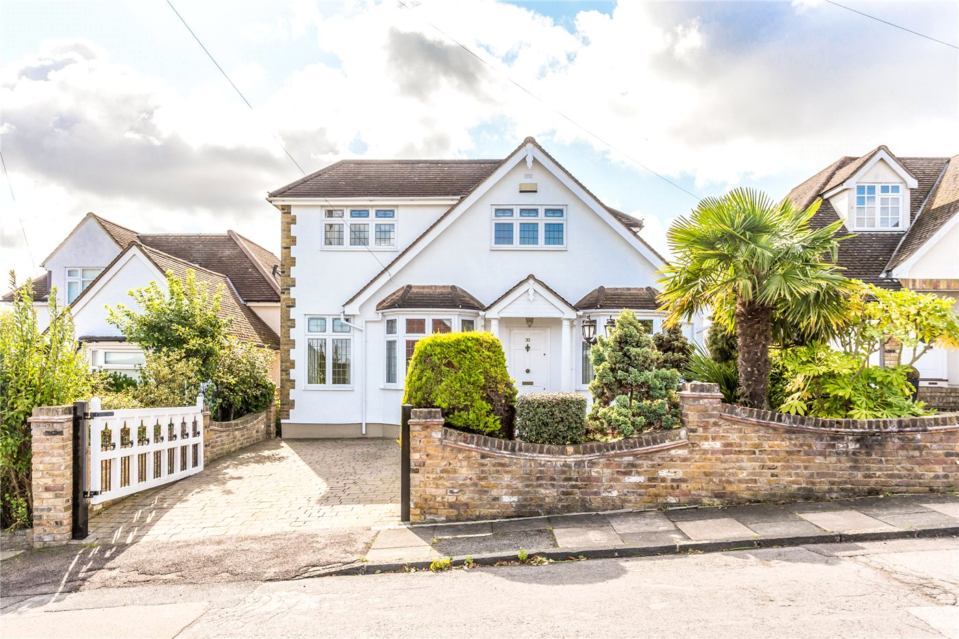 4 Bedrooms Detached House for sale in Cypress Avenue, Enfield, EN2