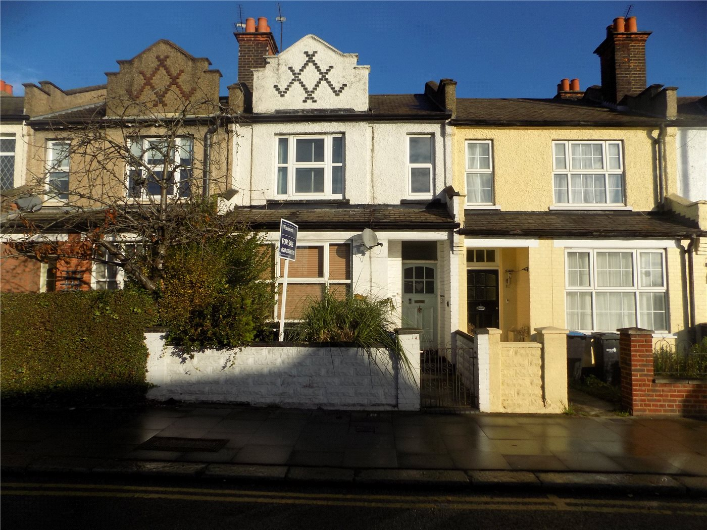2 Bedrooms Maisonette Flat for sale in Southbury Road, Enfield, EN1