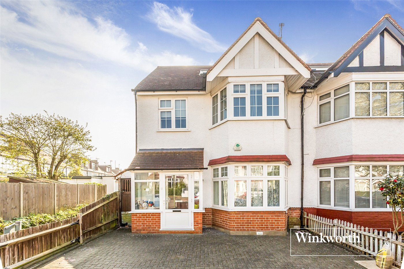 4 Bedrooms End Of Terrace House for sale in Claigmar Gardens, Finchley, London, N3