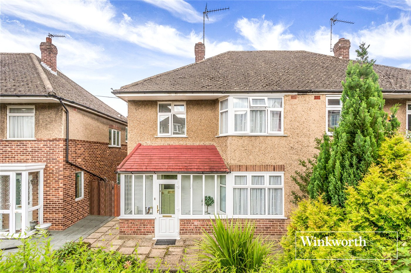 3 Bedrooms Semi Detached House for sale in Friary Close, North Finchley, London, N12