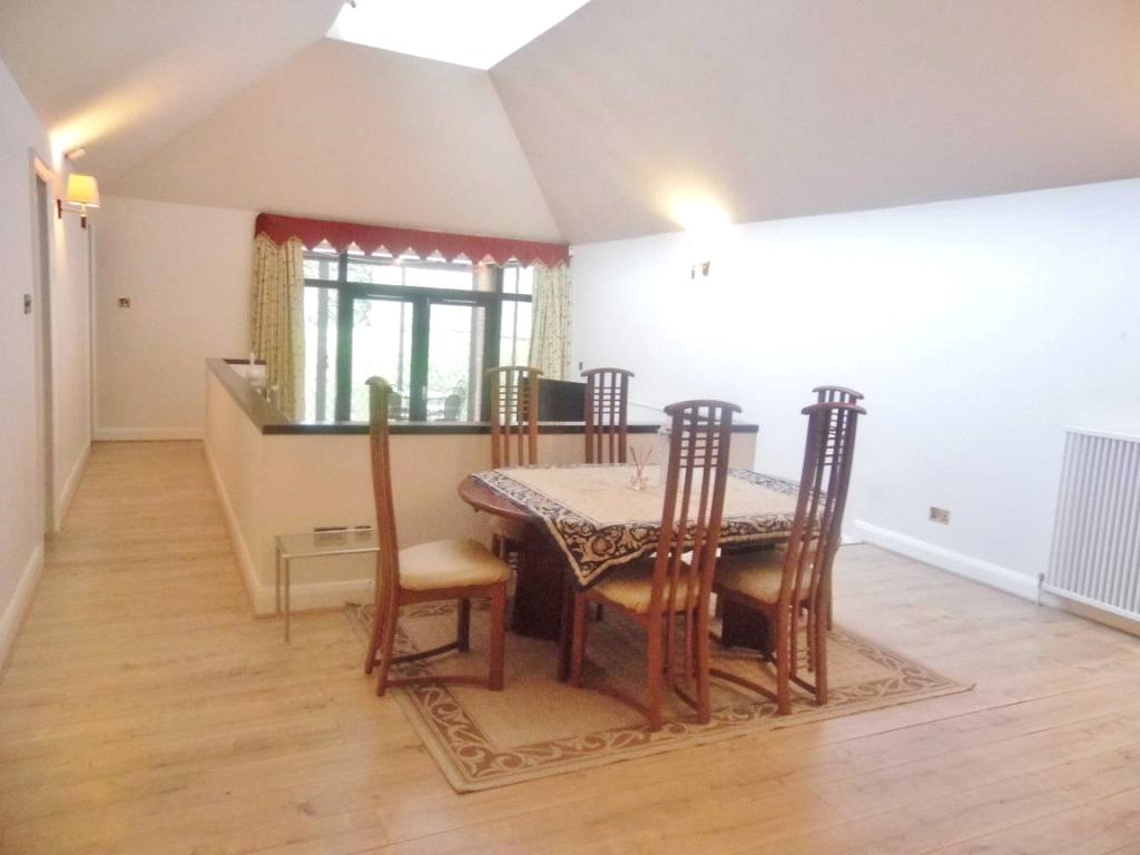 3 Bedrooms Bungalow for rent in Bose Close, Finchley, London, N3