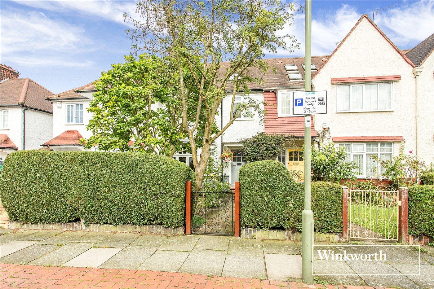 4 Bedrooms Terraced House for sale in Hervey Close, Finchley, London, N3