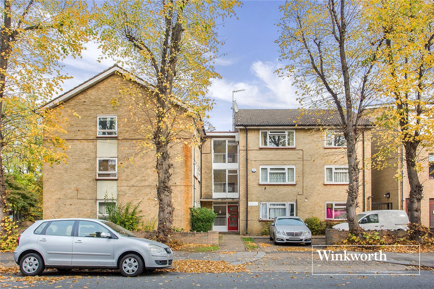 2 Bedrooms Flat for sale in Lodge Mead Court, Etchingham Park Road, Finchley, London, N3