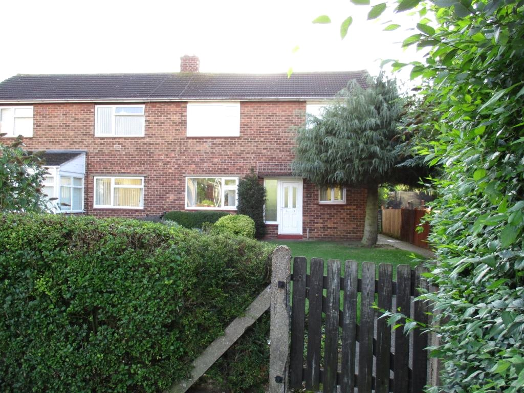 3 Bedrooms Semi Detached House for sale in Cornwall Close, Grantham, NG31