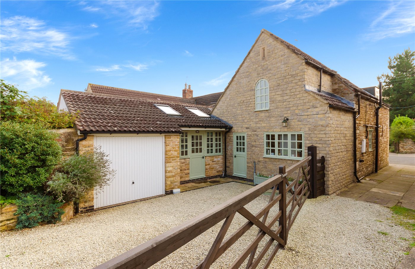 3 Bedrooms House for sale in West Street, Barkston, Grantham, NG32