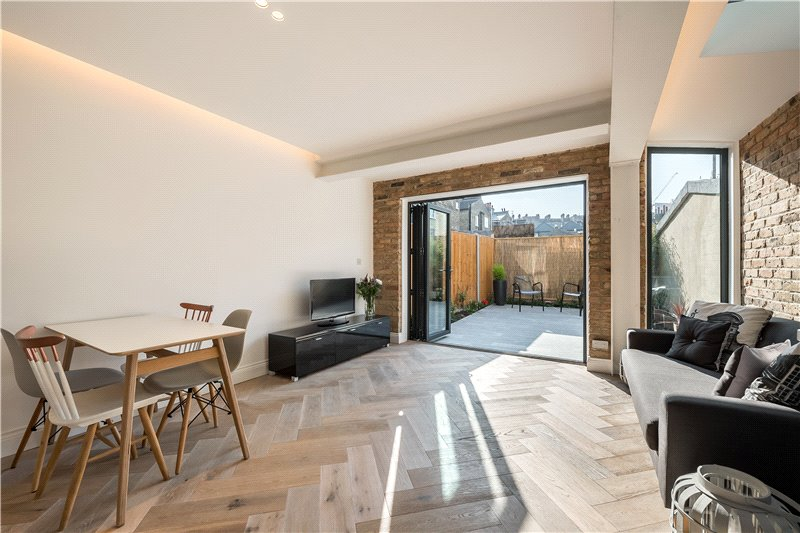 2 Bedrooms Flat for sale in Heyford Avenue, Vauxhall, London, SW8