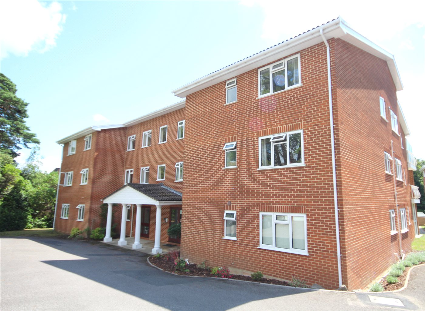 3 Bedrooms Flat for sale in Overbury Road, Lower Parkstone, Poole, Dorset, BH14