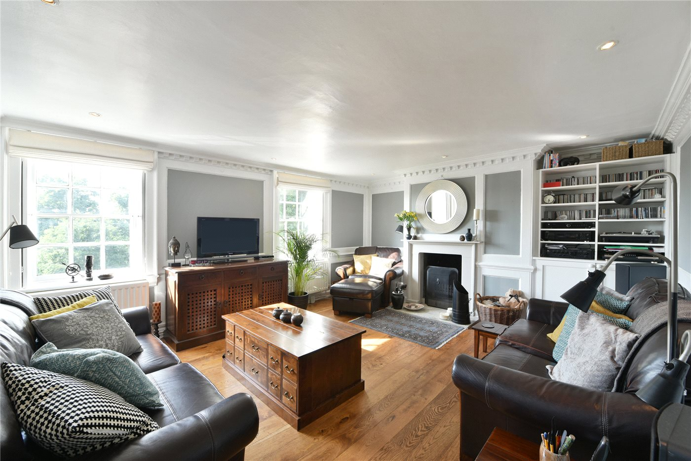 2 Bedrooms Maisonette Flat for sale in Renshaw Corner, Streatham Road, Mitcham, CR4