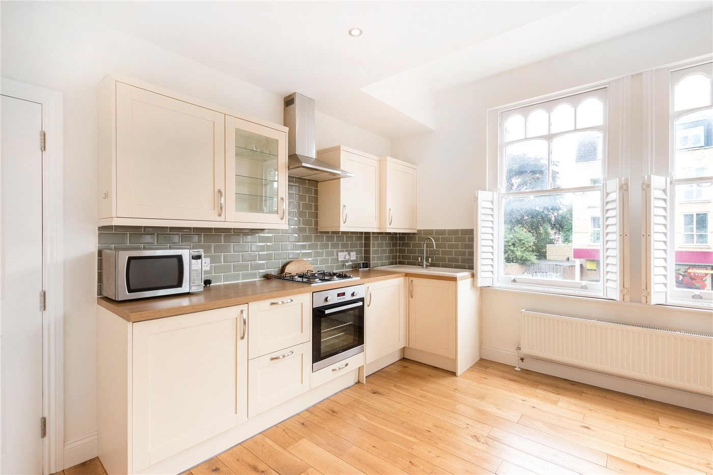 2 Bedrooms Maisonette Flat for sale in Tooting Bec Road, London, SW17