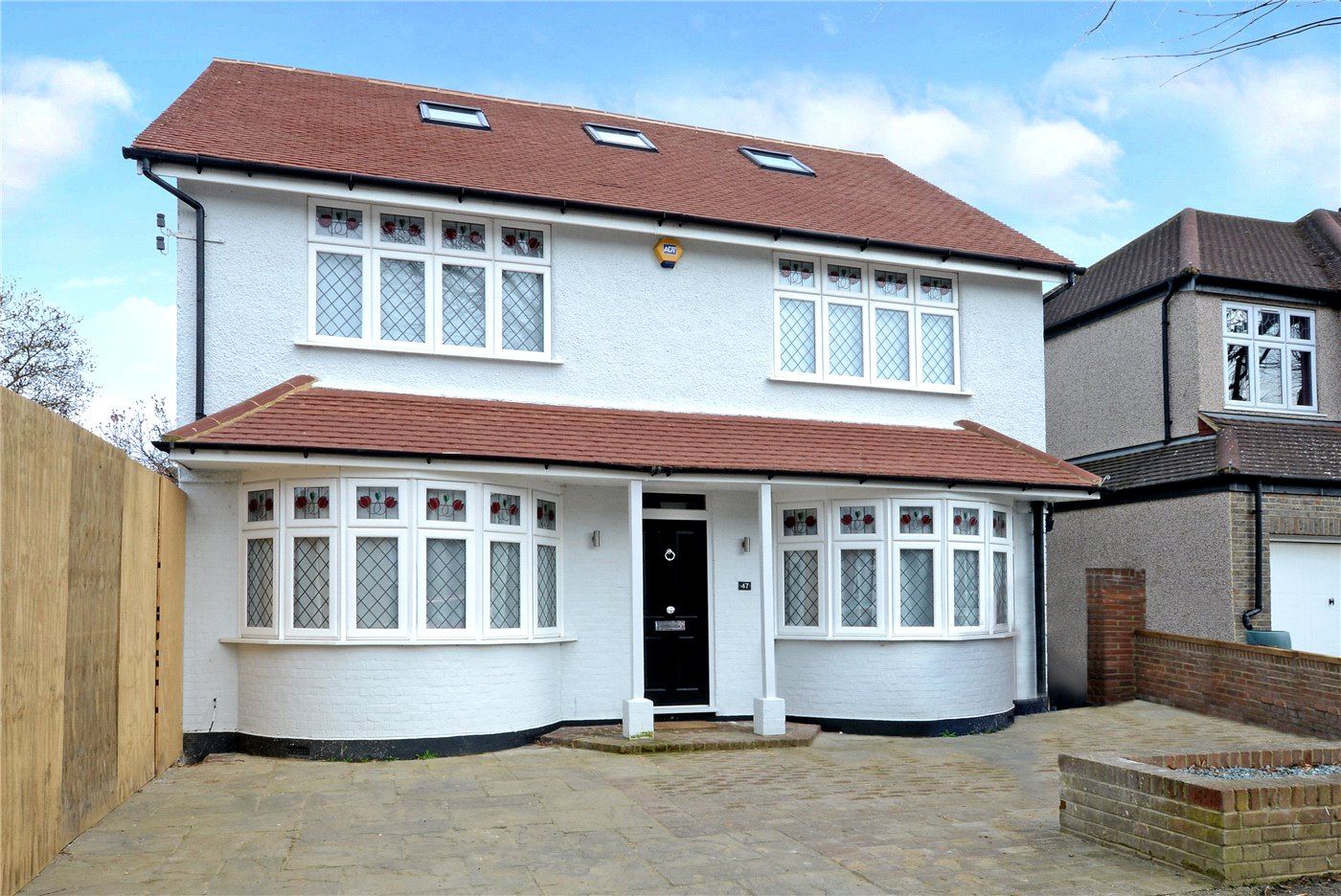 4 Bedrooms Detached House for sale in Lynwood Drive, Worcester Park, KT4