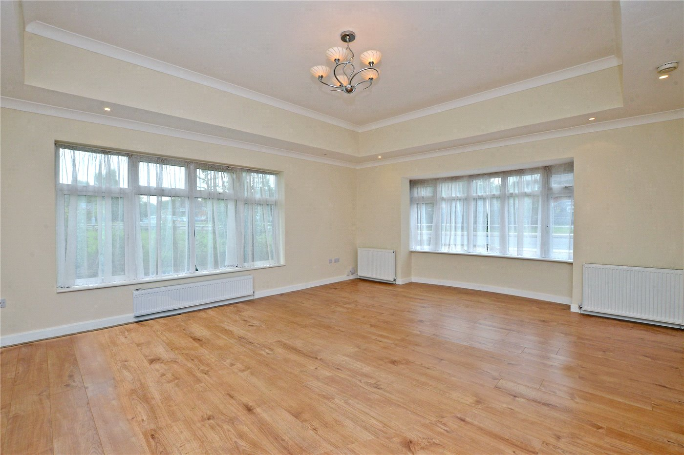 2 Bedrooms Maisonette Flat for sale in Malden Road, Worcester Park, KT4